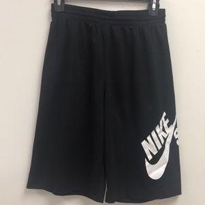 EUC Nike sport skateboarding shorts Kids size XL